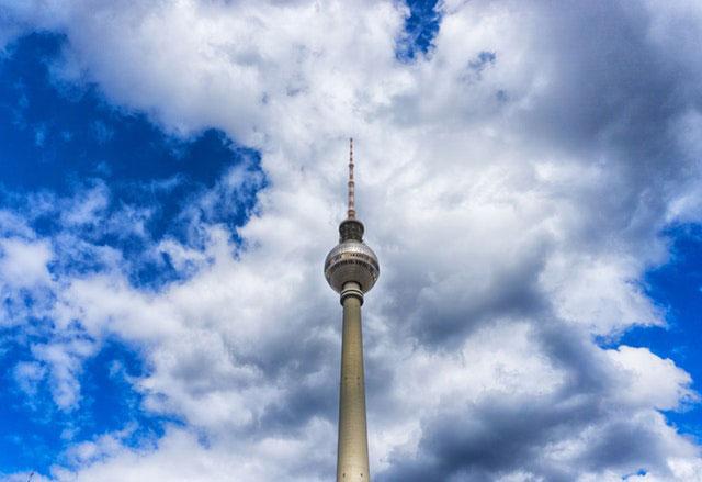Berliner Fernsehturm von Unten